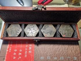 """西泠印社社员李沿新(号天翁)创作刻铜""""梅兰竹菊""""四君子镇纸,很有金石味道,收藏、把玩、使用佳品,带原木盒。"""