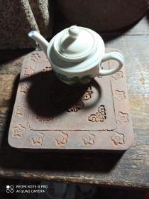 九十年代宝莲花饰陶制方壶承