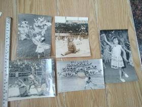 70年代新都机械厂幼儿园表演节目《孔雀展翅飞北京》献给华主席照片一组
