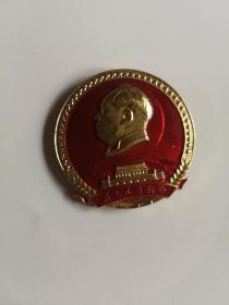 毛主席像章  为人民立新功  背面:向解放军学习,向解放军致敬  北京市革命委员会(倒数第九层)