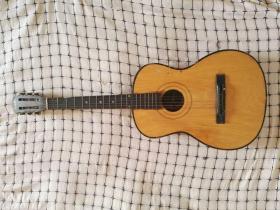 西湖牌吉他