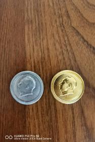 毛主席像章(金色、银色各293枚)