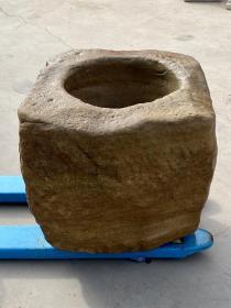 花岗岩石异形缸,个头大,造型别致美观!庭院会所摆设……70×70厘米,高64厘米