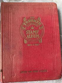 古老集邮册邮票册老邮票一本 册子比较老。里面邮票约1700多张英属票多含香港一页古典邮票和加盖China清客邮几张 里面香港女王古典票就要几十元一枚了 还有大部分没拍照 基本都不同 册子近百年保存还可以 便宜出