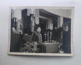 """五十年代'筹备会上""""周恩来总理""""讲话'原版老照片(新闻摄影局稿)未出版发行过。"""