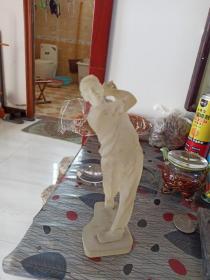 人物雕塑。棒球手,有磕碰。