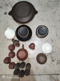 紫砂或者陶瓷大小19件合售,本人不认识。买家见图