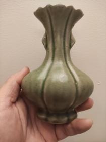 越窑秘色瓷青釉瓜瓢瓶 釉面手感滑溜油润