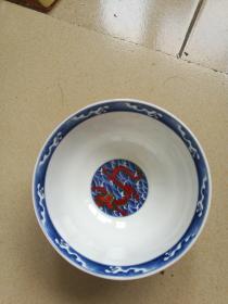 大清乾隆年制款五彩龙碗。