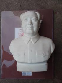 毛主席磨砂瓷像,底部有冲线,介意者勿拍,保真包老。不包邮,运费到付。