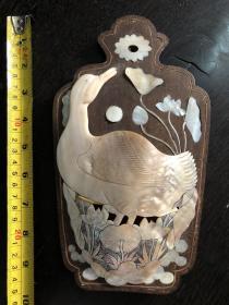 晚清或民国时期 红木镶嵌铜丝螺钿底板珍珠贝雕荷雁璧瓶信插
