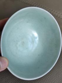 元卵白釉瓷碗 有些像高丽青瓷 但是胎土感觉更像麻仓土