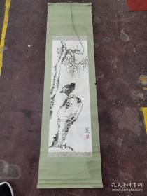 江西南昌收 未识款款 石鸟图水墨。笔墨寥寥,而神韵焕然。确保手绘老画。略有水渍、霉斑。
