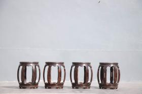 榉木秀墩,鼓墩一套4个【 秀座清韵 • 太子鼓墩 】    尺寸  高48.面径32.肚经40公分。绣墩形制经典,周身棱型起鼓。型韵极清代秀美风格。上下鼓钉排列整齐细密,可为空间雅室佳坐。
