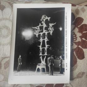 1984年,济南市杂技团的《蹬板凳》获本次比赛银牌