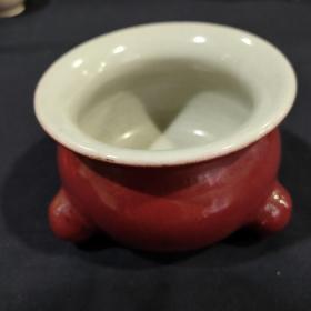 民国三足香炉一件,祭红釉,平底,胎脂干老细腻,包浆自然厚重。尺寸: 高9,直径13,详细看图。