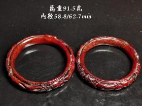 和田红玉福寿手镯一对。