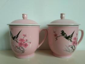 精美梅花瓷杯之三:景德镇制 篆字款  粉红釉喜雀登梅瓷茶杯一对