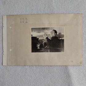 毛主席鼓掌特写照片一张