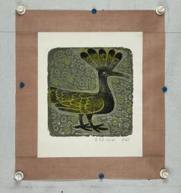 罗伦张  尺寸  25/25  托片 中国美术家协会会员、西藏美术家协会副主席、中国版画家协会理事。 中国美术家协会会员、西藏美术家协会副主席、中国版画家协会理事作品曾入选第六、八届(获优秀作品奖)、十三届全国版画展。 1940年9月生于成都,其父罗祥止为齐白石老先生的蜀籍弟子。六岁发蒙,在成都完成从小学到高中的学业;1959年考入西藏民族学院藏语文专修科
