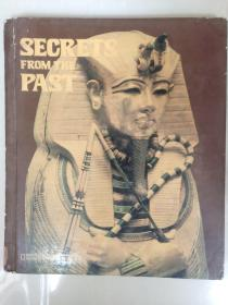 SECRETS FROM THE PAST 精装大12开 (里面还夹着一本小16开/18页相关的书FAR-OUT FUN)
