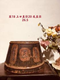 清代,老杉木老官斗,造型独特,雕刻工艺精湛。包老。