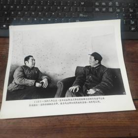 超大尺寸:1948年,毛泽东、周恩来在河北平山县西柏坡村