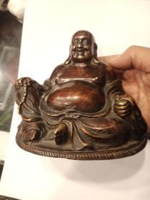 铜佛像,年代未知,工不错  ,朋友多年前收的,今天拿来卖给我啦,喜欢的来买,售出不退。具体年代有待考证,保真铜不包年代。重894g.