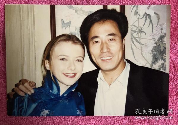 中央电视台外籍主持人 爱华、著名话剧演员 杨立新 合影老照片一枚