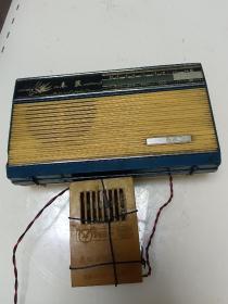 春燕761蓝壳收音机外带晶体管稳压电源JWD6--3v