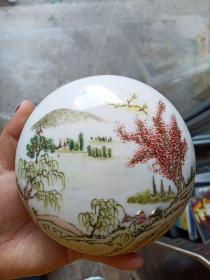 瓷器盖盒一个,年代未知,保真瓷不包年代。
