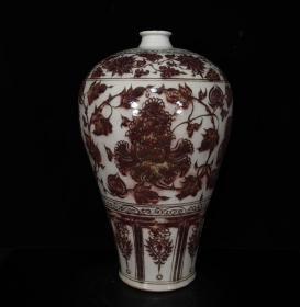 元代釉里红缠枝牡丹纹梅瓶