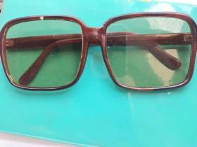 老水晶石的眼镜品相不错非常难得 收藏使用均可 具体品相自己看图按图发货二手物品看好拍售出一律不予退换谢谢合作理解
