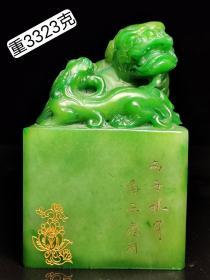 潘西凤作,绿田黄石描金母子兽印章。