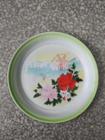 文革时期:《工厂花卉图》搪瓷茶盘。直径32厘米