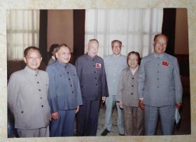 70-80年代胡耀邦、邓小平、李先念、邓颖超、彭真等领导人合影照珍藏老照片一枚