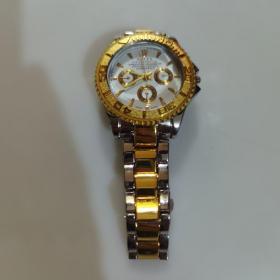 手表一块,不走时,表带适合手腕细的带,未带过,困不懂表,(表质,表品,请自鉴定)售岀不退谨慎下单