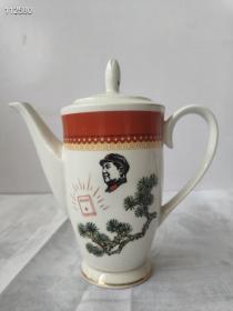 大海航行靠舵手,干革命靠毛泽东思想!文革手绘老茶壶,完整漂亮。