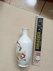 少见的清末五彩图案精美的老瓷萝卜瓶