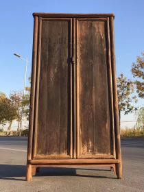 清代,老榆木通门书柜,品相完好,保存完整,做工精致讲究,包浆浑厚,牢固,源头无毛病。