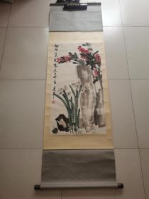 胡乐平,男,国画家,当代著名画家,1955年生于北京。19岁始受北京著名书画家王任(尔遐)先生亲炙,数年来,勤学不倦,深得中国画优秀传统之精髓,其作品功力也得到了太老师娄师白先生的充分肯定。现任北京书画艺术研究会副秘书长、曾兼任北京大学对外汉语教育学院客座教授,在北京大学为外国留学生讲授中国写意画十余年,受到校方和学生的好评。作品保真