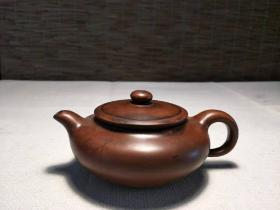 乡下收到老紫砂壶一把 高6.0cm左右 名人作品,器型规整,包浆浓厚,球形孔出水,完整全品,尺寸见图。【紫砂壶】