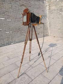 民国时期老照相机,保存完整.基本正常使用,支架出都是铜角保护,民俗开馆展示个人收藏