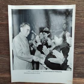 超大尺寸:1964年,周恩来接见少数民族群众演员