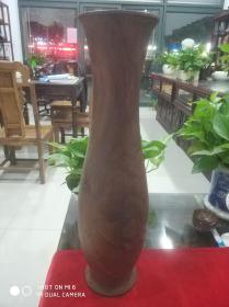 巨型木制插花筒一只,体型硕大,置于翠竹苑