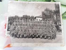 老照片   1976年太原警备区五连干部战士分别留念
