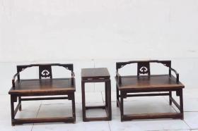 榆木制禅椅茶桌三件套,硬榆木材质,尺寸  高64,座宽80,厚68,匠心之做,全品,品相皮壳温润一流,整体素简,典雅,文美,可置雅室,会所,禅室,书房,文人雅士空间陈设。