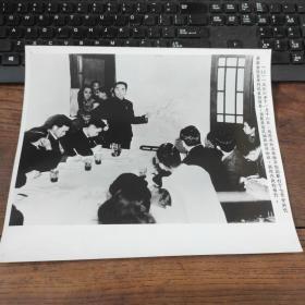超大尺寸:1946年,周恩来在南京梅园新村举行记者招待会,揭露国民党反和谈挑内战的罪行