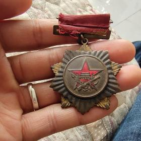 解放奖章几个,标价是第一图的价格,12图310元,34图150元,56图260元,78图260元