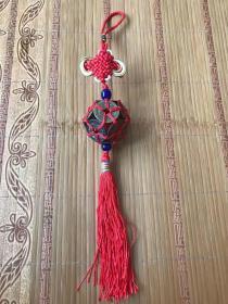 乾隆通宝编织路路通车挂、12枚真品乾隆钱编织而成、上下各配一颗老琉璃珠